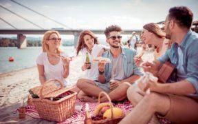 Los 5 ingredientes olvidados de la verdadera dieta mediterránea: hacer ejercicio, comer bien, querer y ser queridos, dormir bien y ser felices.